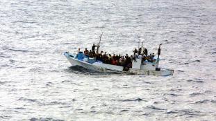 Megint huszonkét halottat találtak egy gumicsónakban a Földközi-tengeren