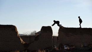 Először szexrabszolgákat, azután gyilkosokat csinálnak kisfiúkból Afganisztánban