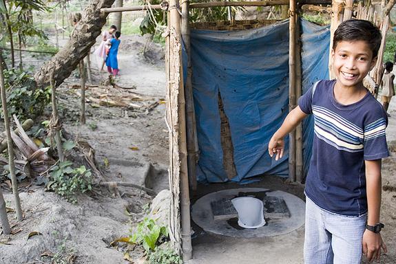 bangladesh-latrine572-111024