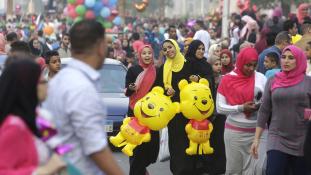 Másfél milliárd muszlimnak ér véget a ramadán, és kezdődik az ünnep
