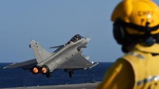 A francia légierő az Iszlám Állam legnagyobb városát, Moszult támadta