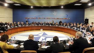 Nincs még napirenden Ukrajna NATO-tagsága