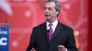 Nigel Farage is meghátrált