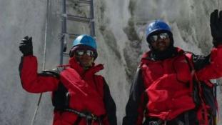 Mégsem jártak a világ tetején – hamisította az Everest képeket az indiai rendőrpár