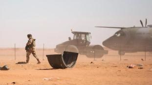 Lelőttek egy francia kommandós helikoptert Líbiában