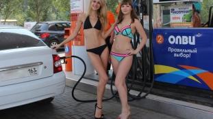 Ingyen teletankolhatod a kocsid, ha bikiniben jössz!