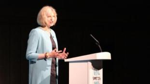 Csini cipőben a második Vaslady: meglepő tények Theresa May-ről