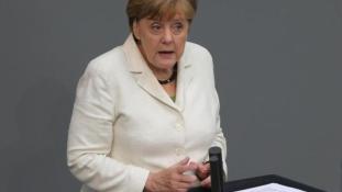 Merkel erősítené a NATO jelenlétét Oroszország szomszédságában