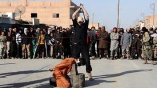 Öt embert fejezett le az Iszlám Állam baseballsapkás hóhérja