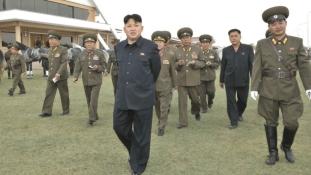 Légvédelmi fegyverrel végeztek ki két korábbi vezetőt Észak-Koreában