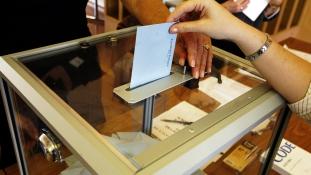 Több hatalmat a katonáknak? –  Az új alkotmányról szavaznak Thaiföldön