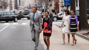 Először fel sem ismerték a kollégái – Sasha Obama nyári munkán