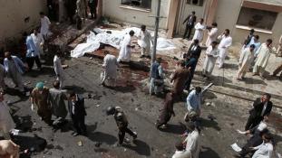A tálibok követték el a kórház elleni merényletet Pakisztánban – már több, mint 70 halott van