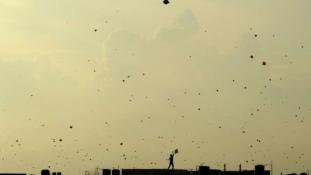 Hororral végződött az indiai ünnepi sárkányeregetés