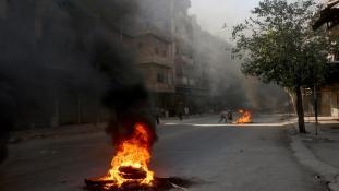Valaki vegyi fegyvert vetett be Aleppónál civilek ellen