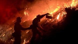 Házak és boltok égnek, ezreknek kellett elhagyniuk az otthonaikat Kaliforniában