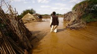 Legkevesebb 100 ember halt meg a szudáni áradásokban