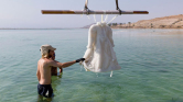 Ez van, ha két évig a Holt-tengerben hagyod a ruhádat