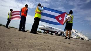 Vízágyú fogadta a több mint 50 év után elsőként landoló amerikai személyszállító gépet Kubában