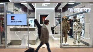 Vásároljon Kalasnyikovot a moszkvai repülőtéren!
