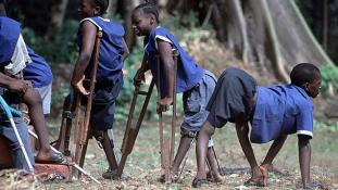 Megint felütötte a fejét Afrikában a fertőző gyermekbénulás