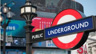 Életfogytiglant kapott az iszlamista fanatikus, aki egy utast akart lefejezni a londoni metróban