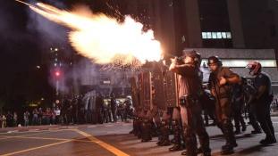Könnygázt vetettek be a felfüggesztett elnök hívei ellen Sao Paulóban