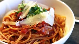 Spagettiadomány a földrengés károsultjainak Itáliában
