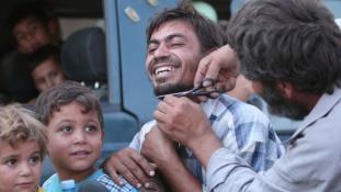 Le a szakállal és a lepellel – így ünnepelnek az Iszlám Állam alól felszabadított városban