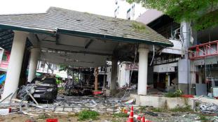 Bombarobbanások a szálloda mellett – nincs külföldi áldozat