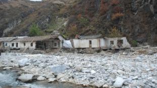 Áradások Észak-Koreában, tízezrek maradtak fedél nélkül