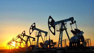 Bombameglepetés az olajpiacon: az OPEC megállapodott a kitermelés korlátozásáról, máris nőttek az árak