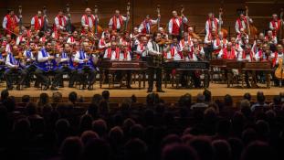 Most csak ennyi a jegy a 100 Tagú Cigányzenekar koncertjére