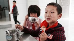 Elhagyott generáció: kínai gyerekek milliói nőnek fel a szüleik nélkül