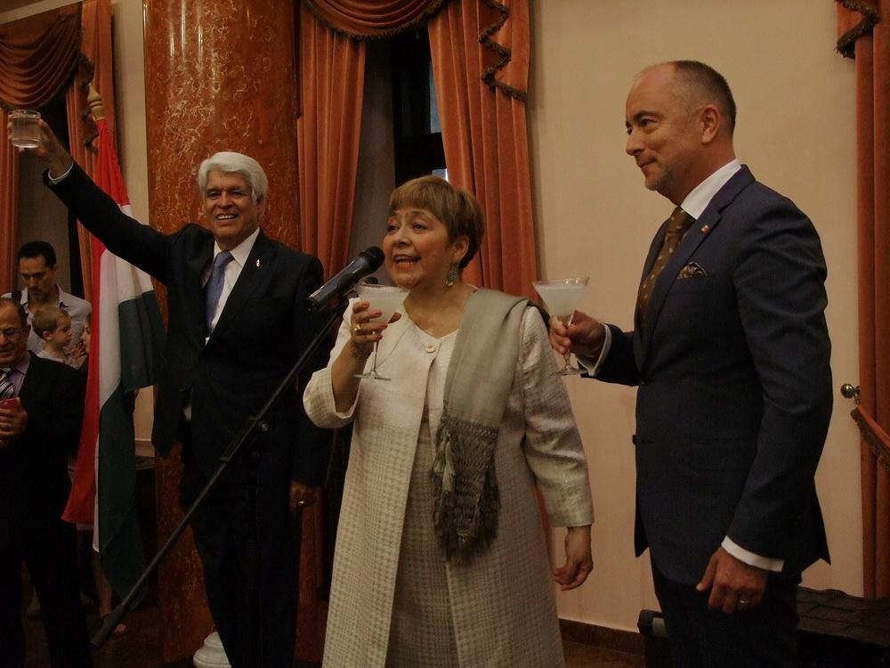 Agustin Ortega Wright úr, Isabel Bárbara Téllez Rosete, Mexikó nagykövetasszonya és Bus Szilveszter.