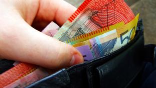 Kiharcolta a vak tini, hogy tapintható jelzés legyen a bankjegyen