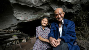 Ez a kínai pár 54 éve él barlangban