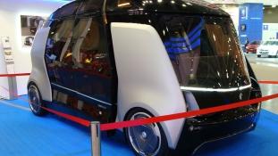 Sofőr nélküli minibusszal nyomulnak az oroszok