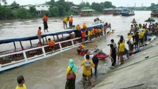 Hajóbaleset Thaiföldön – 13 halott