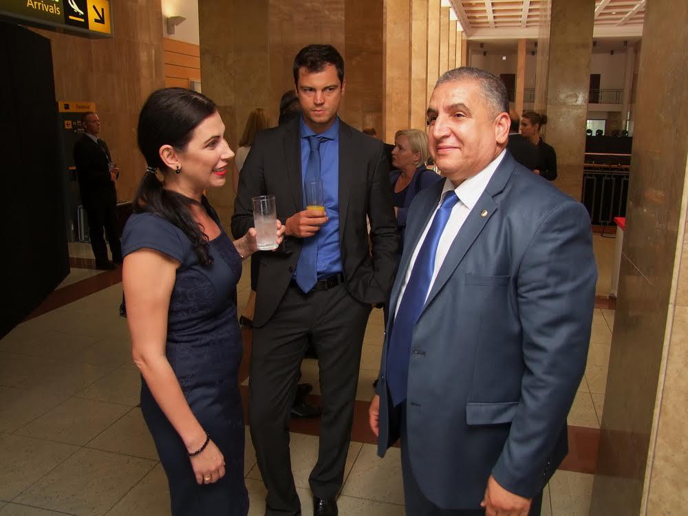 Jobbra Lounes Magramane Algéria korábbi budapesti nagykövete