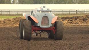Megjött Agrobot, az orosz vezető nélküli traktor (videó)