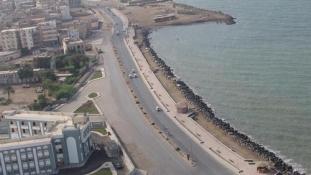 Brutális légicsapás ért egy jemeni kikötővárost