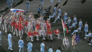 A belarusz, aki orosz zászlóval vonult a paralimpia megnyitóján