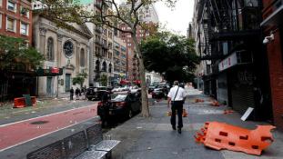 New York – kuktafazekak, karácsonyi füzérek és fokozott rendőri jelenlét