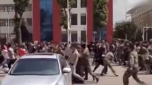 Őrült tömegverekedés tört ki egy iskolában – videó