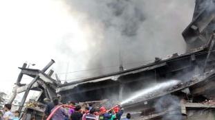 Gyilkos tűz tombolt egy bangladesi gyárban