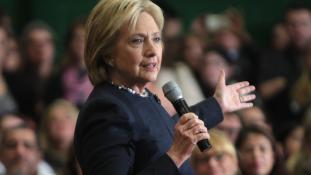 Hasonmása helyettesítette Hillary Clintont, miután összecsuklott?
