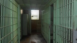 A cellából rendelt magának pizzát, fogolytábor lett a vége
