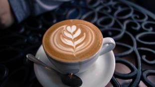 Olcsóbban kapod a kávét, ha udvariasan kéred