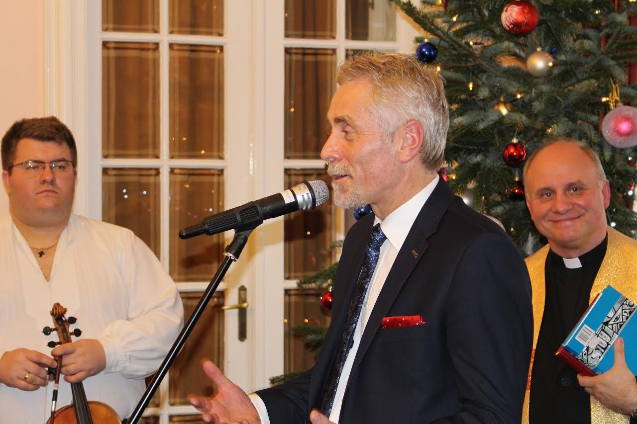 A nagykövet a magyarországi lengyelek részére rendezett karácsonyi partin.